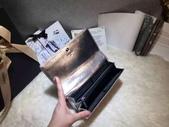 CHANEL香奈兒包包:商品編號:77033712  💰7600 Ohanel香奈兒春夏新款羊皮拼色雙C 大LOGO 二折款錢包  -  2.jpg