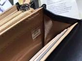 CHANEL香奈兒包包:商品編號:77032996  💰7600 Ohanel香奈兒春夏新款羊皮拼色雙C 大LOGO 二折款錢包  -.  1.jpg