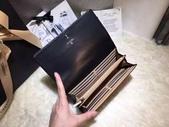 CHANEL香奈兒包包:商品編號:77032996  💰7600 Ohanel香奈兒春夏新款羊皮拼色雙C 大LOGO 二折款錢包  -.  2.jpg