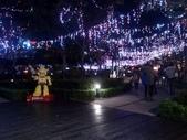晚餐後逛新北市政府廣場:機器人