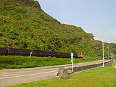 基隆八斗子風情畫:火車來了