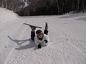 20060225~3/3日本志賀高原:珍珍:我在華航...我不是摔倒,我是擺pose讓你拍照
