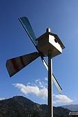 20091212 新竹五峰一日遊:29. 藍天下的風車.JPG