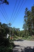 20091212 新竹五峰一日遊:21. 左轉往上去五峰山上人家…直走是東河產業道路往南庄.JPG
