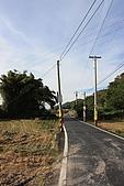 20091212 新竹五峰一日遊:52. 筆直無車的路.JPG