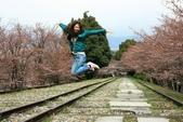 20120406 重返京都:006. 不過這些人已經high到跳出來.JPG