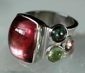 艾文拍的美美水晶:玫瑰碧璽+綠碧璽純銀個性戒指