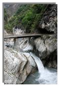 早安!花蓮~遊山:白楊步道半途的絹絲瀑布,磅薄水聲很消暑