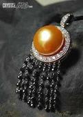 艾文拍的美美水晶:旭日--大顆南洋金珠與黑鑚流蘇的獨特組合