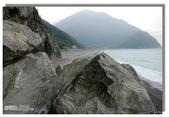 早安!花蓮~觀海:蘇花公路旁和仁步道下的海灘一景