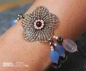 艾文拍的美美水晶:粉晶藍琉璃花朵手鍊