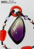 艾文拍的美美水晶:非常乾淨漂亮的紫黃晶,近乎全美的成色,飽滿不規則狀造型,嬌艷紅瑪瑙小環墬子頭