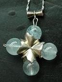 艾文拍的美美水晶:海藍寶純銀十字墬子