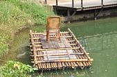 秋遊後慈湖:好像是課本裡看到的照片畫面--蔣公與夫人坐在竹筏上的藤椅遊湖
