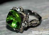 艾文拍的美美水晶:蘇格洛夫經典切割的美麗橄欖石鑲鑚戒指