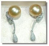 艾文拍的美美水晶:皮光光潤的金色珍珠,搭配璀燦鑽石,雍容華貴。