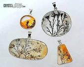 艾文拍的美美水晶:軟錳礦據說是產於德國的礦石,礦物質原來以液體的形態進入晶體,形成樹枝或水草狀的分布,很有特色