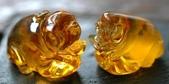 艾文拍的美美水晶:琥珀發財豬