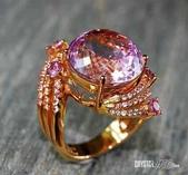 艾文拍的美美水晶:與粉紅鑚顏色有點類似的孔賽石玫瑰K金鑲鑚戒指