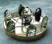 艾文拍的美美水晶:綠幽靈水晶柱七星陣--每支晶柱都有明顯綠色內涵物形成的多層以及金字塔型