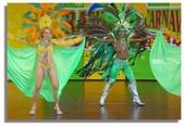陽光森巴:男舞者就屬中間這位最有巨星架勢