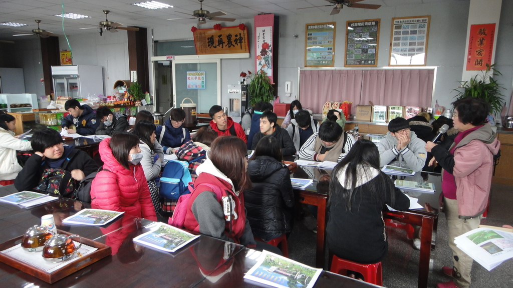 103年12月17佛光大學未來與樂活產業學系到大安藥園休閒農場進行參訪活動:DSC07797.JPG