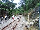 09-08-26平溪孝子山、嶺腳觀景亭、十分眼鏡洞:十分瀑布前的鐵道