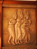 2011.04.10~11 柬埔寨&胡志明市:04-045-吳哥窟-皇宮渡假村-大廳雕像.JPG