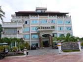 2011.04.04 柬埔寨-西哈努克:02-003-西哈努克白沙酒店大門口.JPG