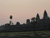 2011.04.07 in柬埔寨-吳哥窟:02-002-吳哥窟-小吳哥看日初.JPG