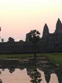 2011.04.07 in柬埔寨-吳哥窟:02-005-吳哥窟-小吳哥看日初.JPG
