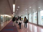 2011.04.10~11 柬埔寨&胡志明市:06-001-抵達台灣機場-背影 by 田田.JPG