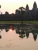 2011.04.07 in柬埔寨-吳哥窟:02-009-吳哥窟-小吳哥看日初.JPG
