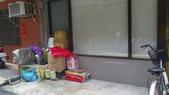 社子街146巷胡姓惡男暴力傷害:胡嫌母親回收等雜物推在表姊屋簷下狀況照