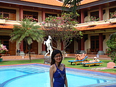 052508@Bali:早晨的游泳池畔.JPG