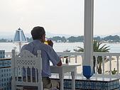 Tunisia-Hammamet:很有意境   獨飲賞景的中年人