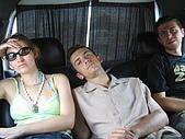 Tunisia-Hammamet:出發的車上   Irem以為戴墨鏡就能偷睡覺啊