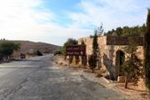 14-11約旦JORDAN--希臘東正教聖喬治教堂:IMG_9474H約旦JORDAN-尼伯山(MOUNT NEBO)教堂-往東正教堂途中街景.JPG