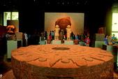 世界末日說??? 太陽石STONE OF THE SUN-曆法圖騰真品:IMG_2780墨西哥博物館正廳前之祭石.jpg