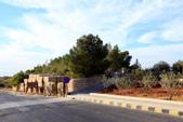 14-11約旦JORDAN--希臘東正教聖喬治教堂:IMG_9475H約旦JORDAN-尼伯山(MOUNT NEBO)教堂-往東正教堂途中街景.JPG
