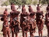 納米比亞 Namibia-辛巴族部落 The Himba Tribe:10-辛巴族已婚婦女背面照.jpg