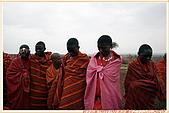 3.東非獵奇行-肯亞-馬賽人村落:_MG_0001肯亞_馬賽人村落_鮮艷紅黑藍相間系列布衣裹身不穿