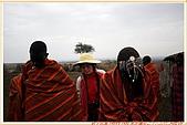 3.東非獵奇行-肯亞-馬賽人村落:_MG_0003肯亞_馬賽人村落_鮮艷紅黑藍相間系列布衣裹身不穿