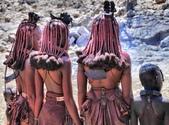 納米比亞 Namibia-辛巴族部落 The Himba Tribe:14-長髮裹上赭紅色麵糊,只在末端才露出頭髮。.jpg