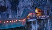 世界上最迷人的50個地方,你去過嗎?來看看!:中國湖北長江上方三遊洞附近的餐館.jpg