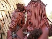 納米比亞 Namibia-辛巴族部落 The Himba Tribe:15-頭髮編織成多條辮子的頭飾看起來有點像藤蔓。.jpg