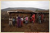 3.東非獵奇行-肯亞-馬賽人村落:_MG_0010肯亞_馬賽人村落_天真無邪小孩住在原始茅草屋頂泥