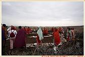 3.東非獵奇行-肯亞-馬賽人村落:_MG_0011肯亞_馬賽人村落_地攤販售馬賽人飾物紀念物.jpg