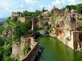 世界上最迷人的50個地方,你去過嗎?來看看!:印度的奇托爾加赫城堡.jpg