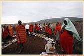 3.東非獵奇行-肯亞-馬賽人村落:_MG_0016肯亞_馬賽人村落_地攤販售馬賽人飾物紀念物.jpg